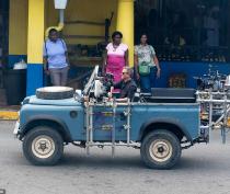 B25_Jamaica_BTS_002_SplashNews