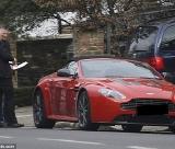 Daniel Craig recebe o Aston Martin Vantage Roadster © INFphoto.com