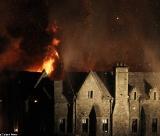 """Ação explosiva no set de \""""007 - Operação Skyfall\"""" em Hankley Common, na Inglaterra."""