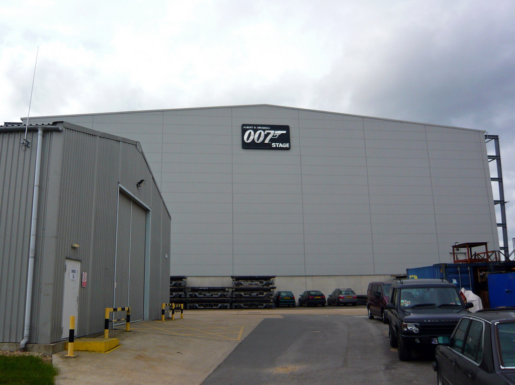 A fachada do 007 Stage © Damian Ward