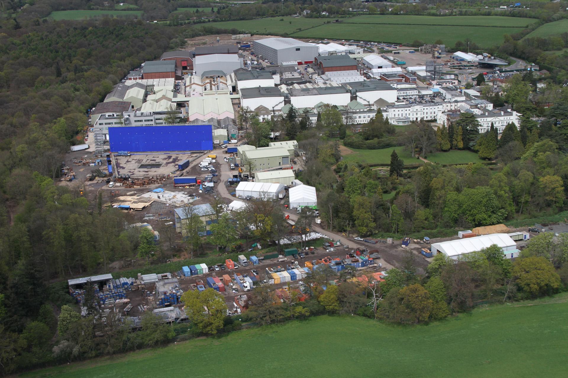 Vista aérea dos Estúdios Pinewood em Buckinghamshire, ao norte de Londres © RTS