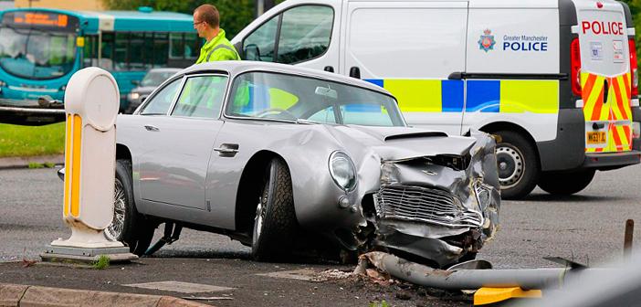 Aston Martin DB5 envolve-se em acidente na Inglaterra