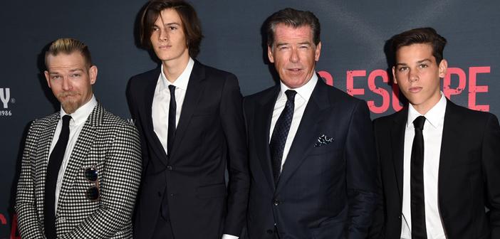 Pierce Brosnan vai com seus três filhos na estreia de novo filme