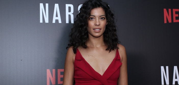 """Bond Girl de """"007 Contra SPECTRE"""" divulga nova série do Netflix no Brasil"""