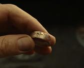 Anel da SPECTRE coberto de sangue em novo comercial de TV do filme