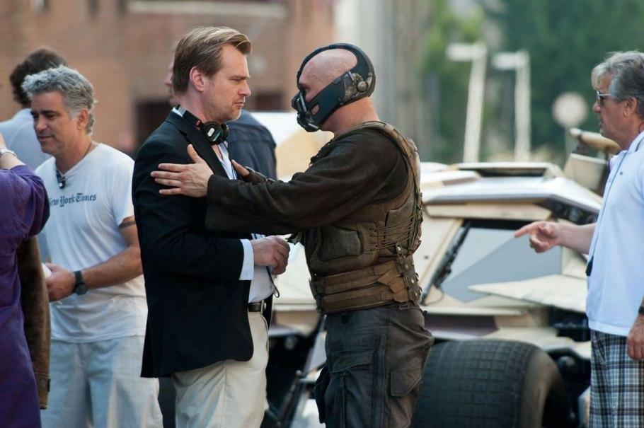 """Christopher Nolan e Tom Hardy no set de """"Batman - O Cavaleiro Das Trevas Ressurge"""" © WireImage"""