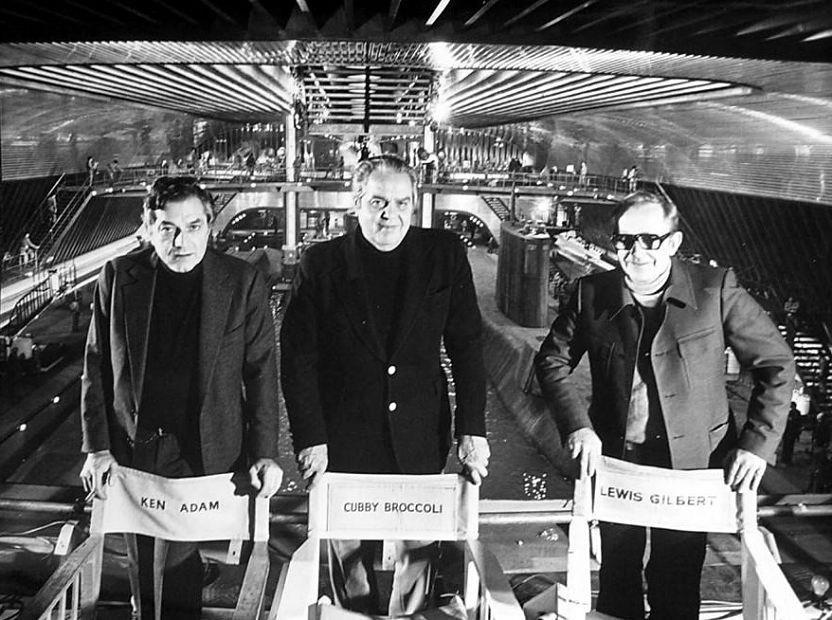 Ken Adam, Cubby e Lewis Gilbert © 1977 Danjaq LLC, United Artist Corporation. Todos os Direitos Reservados.