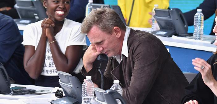 Daniel Craig participa de evento em prol das vitimas dos furacões nos EUA